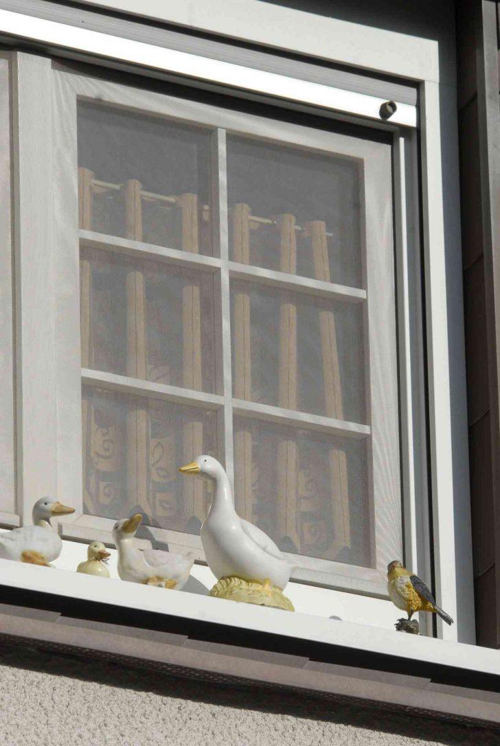 Medium Size of Deko Fensterbank Gefhrliches Stck Aus Dem Dritten Stock Holzfigur Strzt Wanddeko Küche Für Wohnzimmer Dekoration Schlafzimmer Badezimmer Wohnzimmer Deko Fensterbank