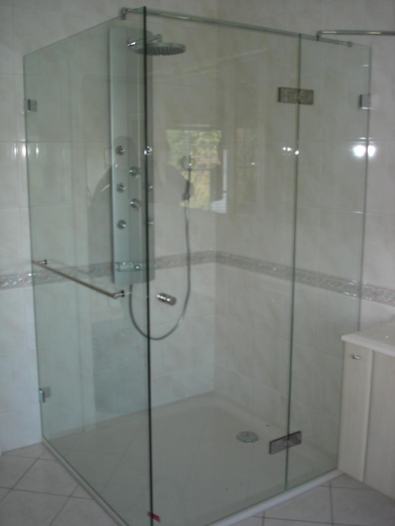 Full Size of Glasabtrennung Dusche Groe Aus Glas Spiegelcenter Badewanne Mit Ebenerdig Mischbatterie Bodengleich Hüppe Walk In Bodengleiche Einbauen Abfluss Begehbare Ohne Dusche Glasabtrennung Dusche