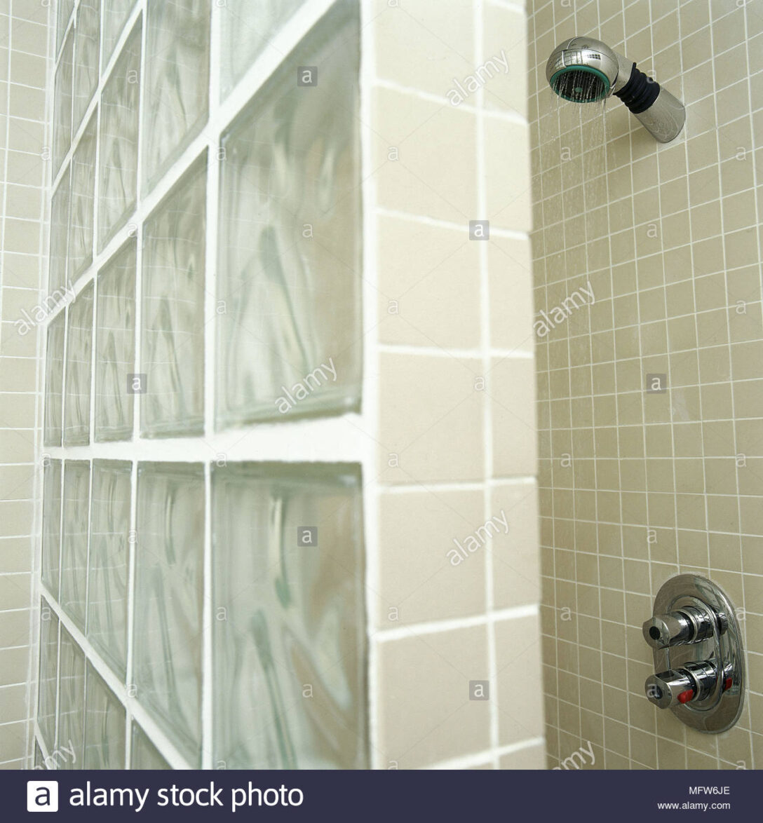 Large Size of Fliesen Für Dusche Modernes Badezimmer Detail Mosaik Glas Block Wand Alarmanlagen Fenster Und Türen Sichtschutzfolien Bodengleiche Bidet Körbe Holzfliesen Dusche Fliesen Für Dusche