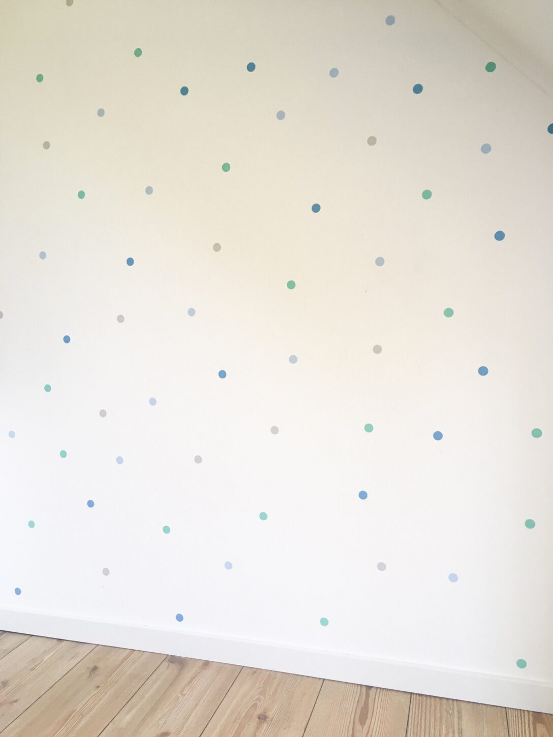 Large Size of Kinderzimmer Wanddeko Wanddekoration Wandtattoo Punkte Regal Weiß Sofa Küche Regale Kinderzimmer Kinderzimmer Wanddeko