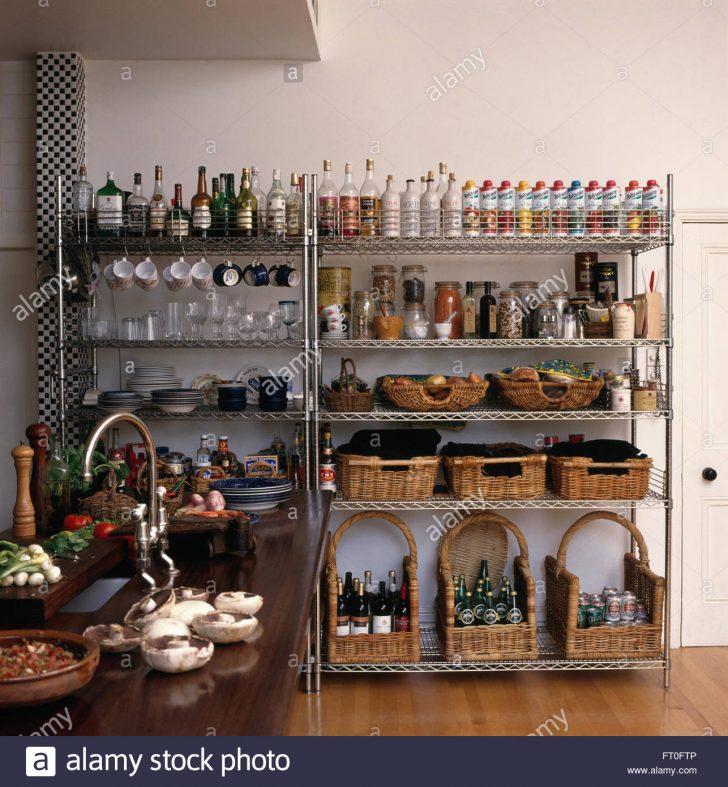 Medium Size of Aufbewahrung Krbe Und Reihen Von Flaschen Auf Edelstahl Regale In Industrie Küche Handtuchhalter Deckenlampe Granitplatten Wasserhähne Miniküche Mit Wohnzimmer Aufbewahrung Küche