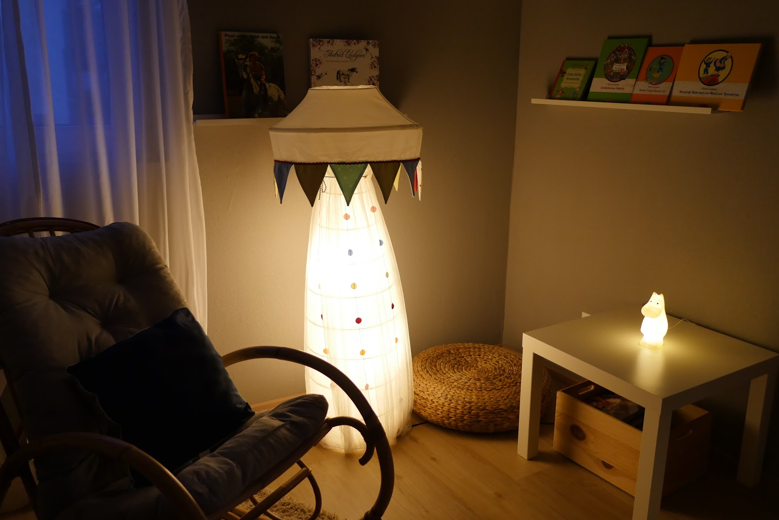 Full Size of Stehlampe Kinderzimmer Ikea Hack Frs Regale Regal Weiß Sofa Stehlampen Wohnzimmer Schlafzimmer Kinderzimmer Stehlampe Kinderzimmer