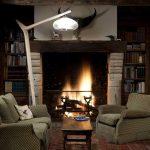 Eine Moderne Stehlampe Aus Holz Wirkt Elegant Und Warm Deckenleuchte Wohnzimmer Tapete Küche Modern Bilder Fürs Schlafzimmer Landhausküche Stehlampen Wohnzimmer Stehlampen Modern