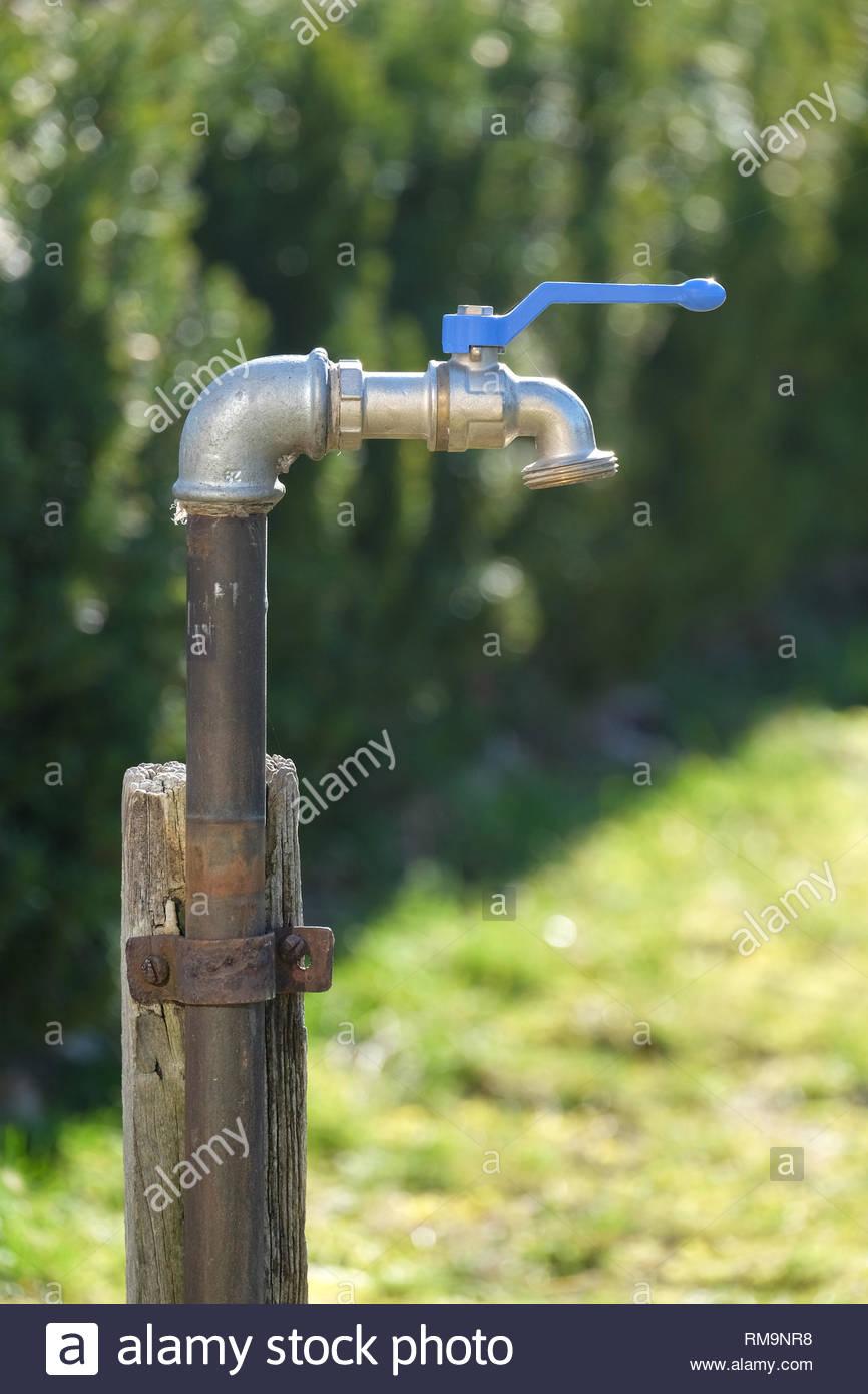 Full Size of Wasserhahn Anschluss Ein Im Garten Küche Für Wandanschluss Bad Wohnzimmer Wasserhahn Anschluss