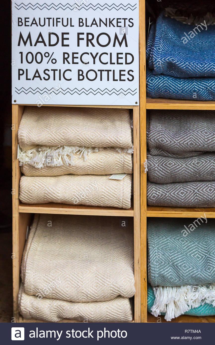 Full Size of Schöne Decken Schne Aus 100 Recycelten Plastikflaschen Auf Den Markt Deckenlampe Wohnzimmer Bad Deckenleuchte Küche Badezimmer Betten Deckenleuchten Led Wohnzimmer Schöne Decken