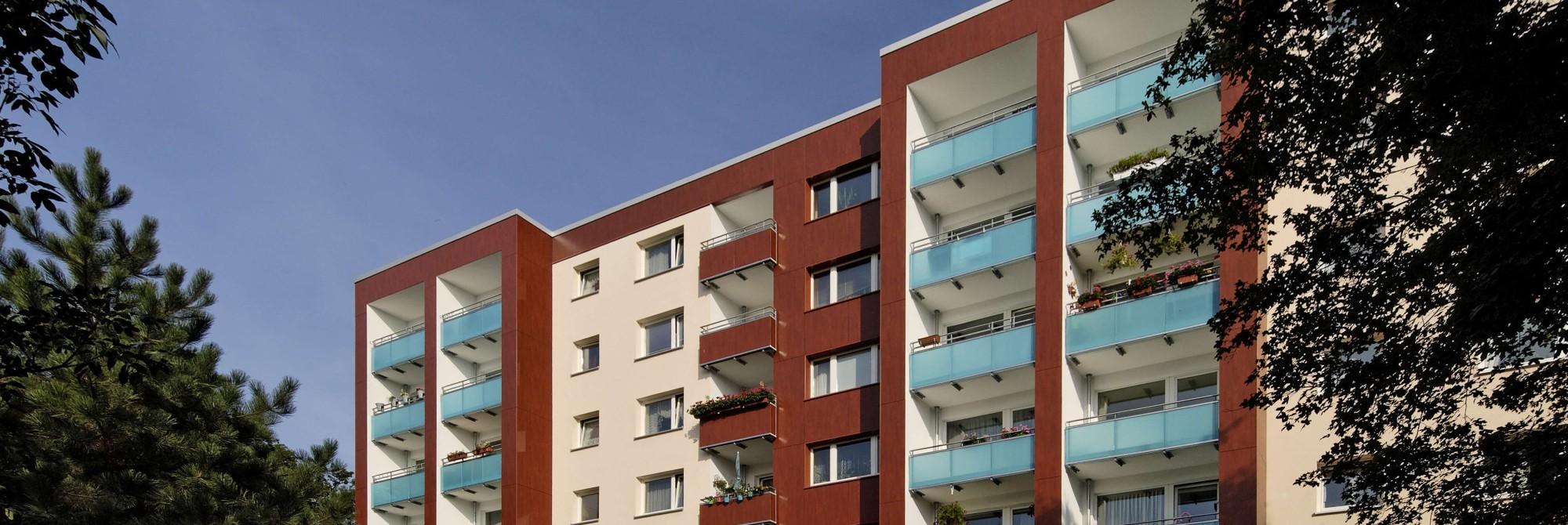 Full Size of Trennwand Balkon Und Fassadengestaltung Glastrennwand Dusche Garten Wohnzimmer Trennwand Balkon