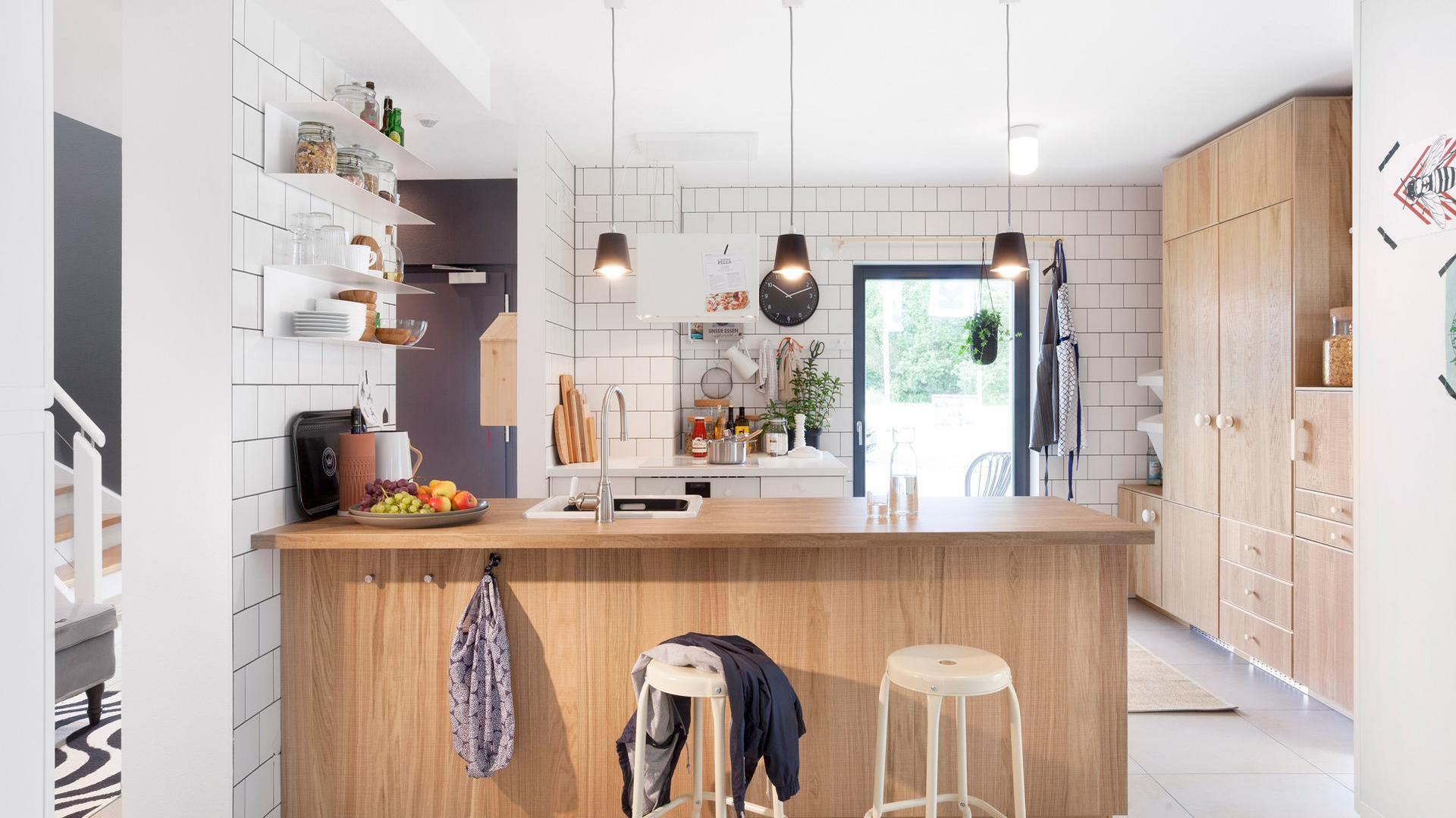 Full Size of Barrierefreie Küche Ikea Family Home 2 Fertighaus Mit Schwrerhaus Einhebelmischer Holzbrett Pendelleuchte Spritzschutz Plexiglas Aufbewahrungssystem Wohnzimmer Barrierefreie Küche Ikea