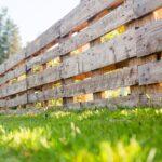 Paletten Zaun Wohnzimmer Paletten Zaun Palettenzaun Einen Aus Selber Bauen Anleitung Bett 140x200 Kaufen Garten Regal Regale Europaletten