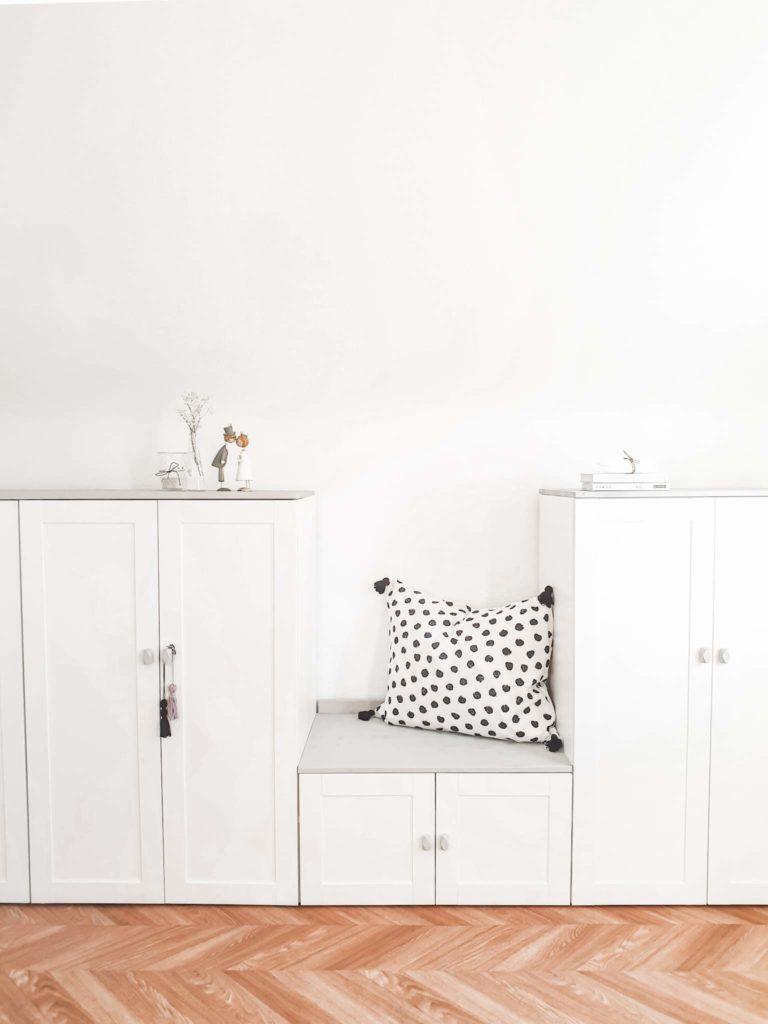Full Size of Dachschräge Schrank Ikea Hack Platsa Makeover Im Dachboden Bad Spiegelschrank Mit Beleuchtung Vorratsschrank Küche Badezimmer Hochschrank Weiß Hochglanz Wohnzimmer Dachschräge Schrank Ikea