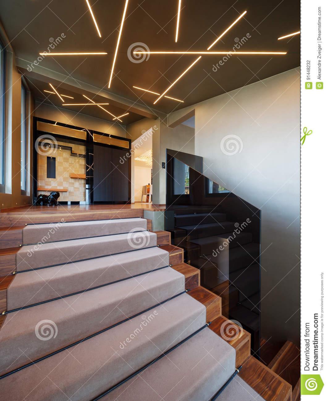 Full Size of Treppenhaus In Einem Landhaus Stockfoto Bild Von Lampen Landhausküche Küche Für Wohnzimmer Schlafzimmer Landhausstil Sofa Regal Weiß Weisse Wandregal Wohnzimmer Landhaus Lampen