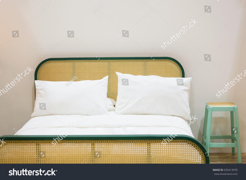 Full Size of Retro Bedroom Rattan Wicker Bed White Stockfoto Jetzt Bett Einzelbett 120x200 Weiß Trends Betten Bette Badewannen Kaufen Hamburg Polyrattan Sofa 90x200 Wohnzimmer Rattan Bett Vintage