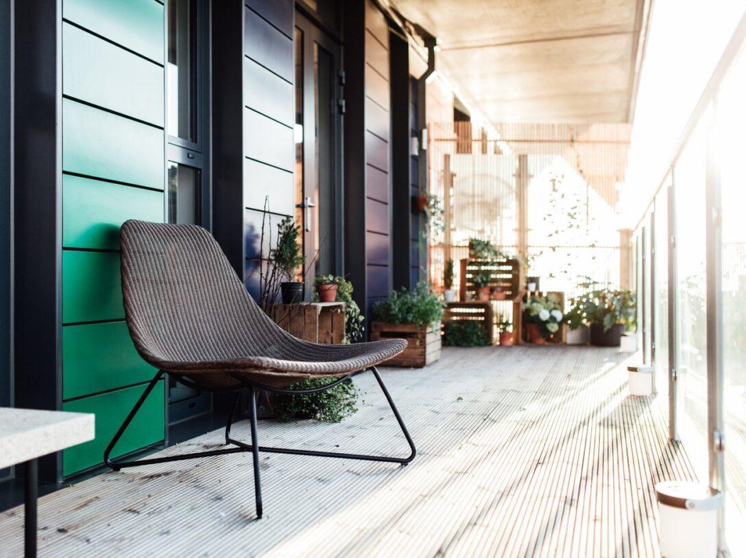 Large Size of Modern Loungemöbel Outdoor Balkon Gestalten Mit Diesen 7 Deko Tipps Klappt Es Moderne Deckenleuchte Wohnzimmer Deckenlampen Bilder Küche Holz Kaufen Wohnzimmer Modern Loungemöbel Outdoor