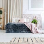Vorhang Schlafzimmer Wohnzimmer Weies Schlafzimmer Mit Asymmetrischem Teppich Luxus Romantische Komplett Weiß Nolte Rauch Schranksysteme Set Wandtattoo Guenstig Sitzbank Wandtattoos Günstig