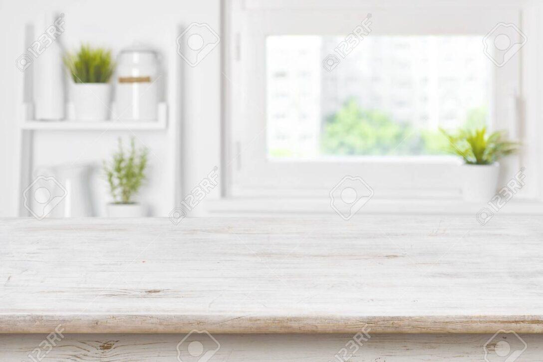Large Size of Leere Texturierte Holztisch Und Kche Fenster Regale Verschwommen Rollos Für Hannover Küche Mit Geräten Aufbewahrungssystem Miniküche Unterschrank Obi Wohnzimmer Küche Fenster