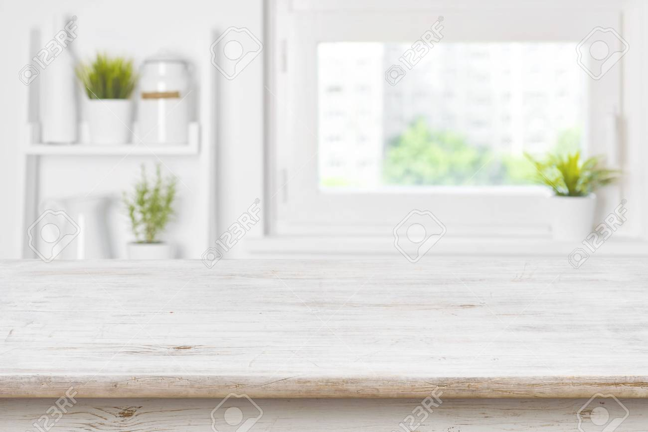 Full Size of Leere Texturierte Holztisch Und Kche Fenster Regale Verschwommen Rollos Für Hannover Küche Mit Geräten Aufbewahrungssystem Miniküche Unterschrank Obi Wohnzimmer Küche Fenster