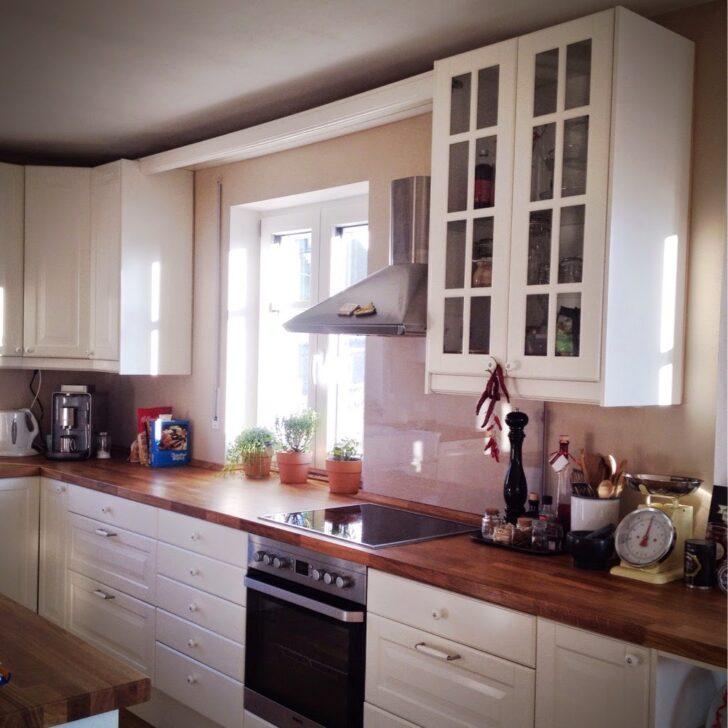 Medium Size of Ikea Küche Landhaus Weiß Kche Wei And Weiße Tapete Fenster Einbauküche Mit E Geräten Offenes Regal Möbelgriffe Nolte Pendelleuchte Mülltonne Hochglanz Wohnzimmer Ikea Küche Landhaus Weiß