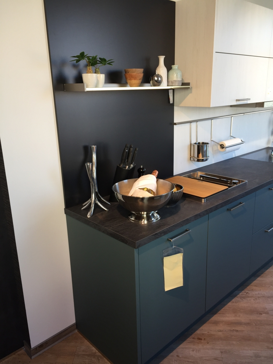 Full Size of Moderne Kche Zweifarbig Küche Kaufen Tipps Eiche Tapeten Für Led Deckenleuchte Kräutergarten Finanzieren Klapptisch Raffrollo Selber Planen Umziehen Wohnzimmer Küche Zweifarbig