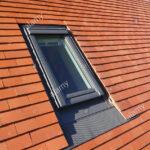 Veludachfenster Stockfotos Bilder Alamy Velux Fenster Einbauen Preise Kaufen Ersatzteile Rollo Wohnzimmer Velux Scharnier