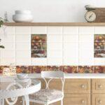 Duft Der Herbststrue In Einer Hellen Kche Mit Weien Fliesen Pantryküche Kühlschrank Küche Elektrogeräten Singelküche Einbauküche Kaufen Single Wohnzimmer Küche Wandfliesen