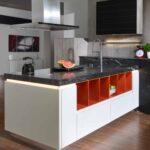 Freistehende Küchen Klassische Inselkche Arctic Wei Mit Black Cosmic Marquardt Kchen Küche Regal Wohnzimmer Freistehende Küchen