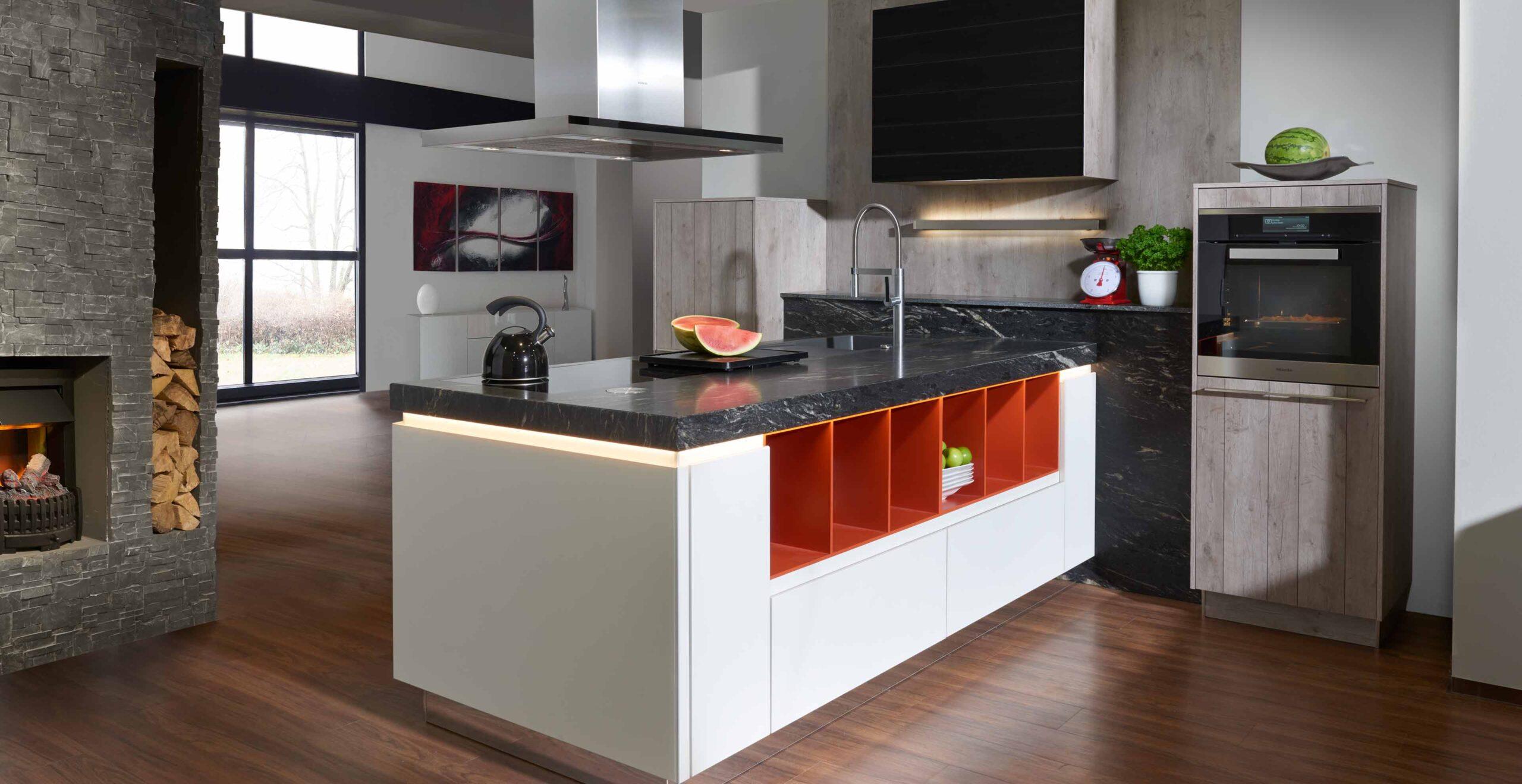 Full Size of Freistehende Küchen Klassische Inselkche Arctic Wei Mit Black Cosmic Marquardt Kchen Küche Regal Wohnzimmer Freistehende Küchen