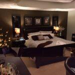 Braune Wnde Im Schlafzimmer Mit Bildern Braunes Weiss Regal Deckenleuchten Betten Landhausstil Klimagerät Für Gardinen Deckenlampe Kommode Lampe Truhe Wohnzimmer Schlafzimmer Braun