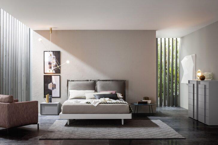 Medium Size of Schlafzimmer Komplett Modern Weiss Luxus Massiv Set Livarea Bed Design Bett 180x200 Mit Lattenrost Und Matratze Moderne Bilder Fürs Wohnzimmer Truhe Wohnzimmer Schlafzimmer Komplett Modern
