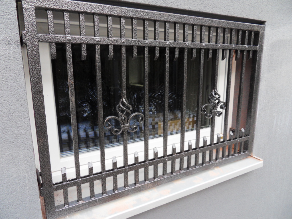 Full Size of Fenstergitter Einbruchschutz Modern Fenster Schutz Gelaender Bett Design Wohnzimmer Bilder Modernes Küche Weiss Tapete Moderne Deckenleuchte Sofa Holz Wohnzimmer Fenstergitter Einbruchschutz Modern