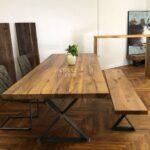 Altholztisch Mit Bank Aus Recycelten Eichenbalken Vollholzküche Holzküche Massivholzküche Wohnzimmer Holzküche Auffrischen