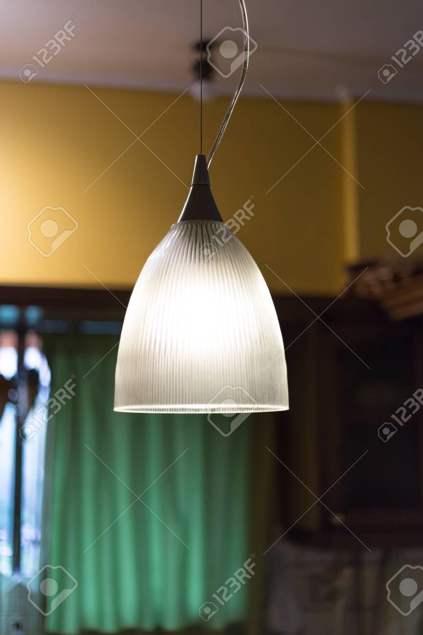Full Size of Lampen Für Küche Lampe In Kche Lizenzfreie Fotos Tapete Led Einbauküche Mit Elektrogeräten Unterschrank Spiegelschrank Bad U Form Möbelgriffe Waschbecken Wohnzimmer Lampen Für Küche