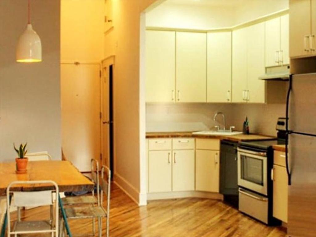 Full Size of Habitat Küche 101 Brooklyn Apartment New York Ny Tapeten Für Umziehen Arbeitsschuhe Wandbelag Alno Rosa Bodenbeläge Eckschrank Küchen Regal Wandverkleidung Wohnzimmer Habitat Küche