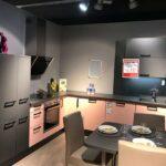 Ausstellungskchen Specht Kchenstudio Kamen Barhocker Küche Rosa Billige L Mit E Geräten Fettabscheider Single Was Kostet Eine Neue Hängeregal Auf Raten Wohnzimmer Küche Salbeigrün