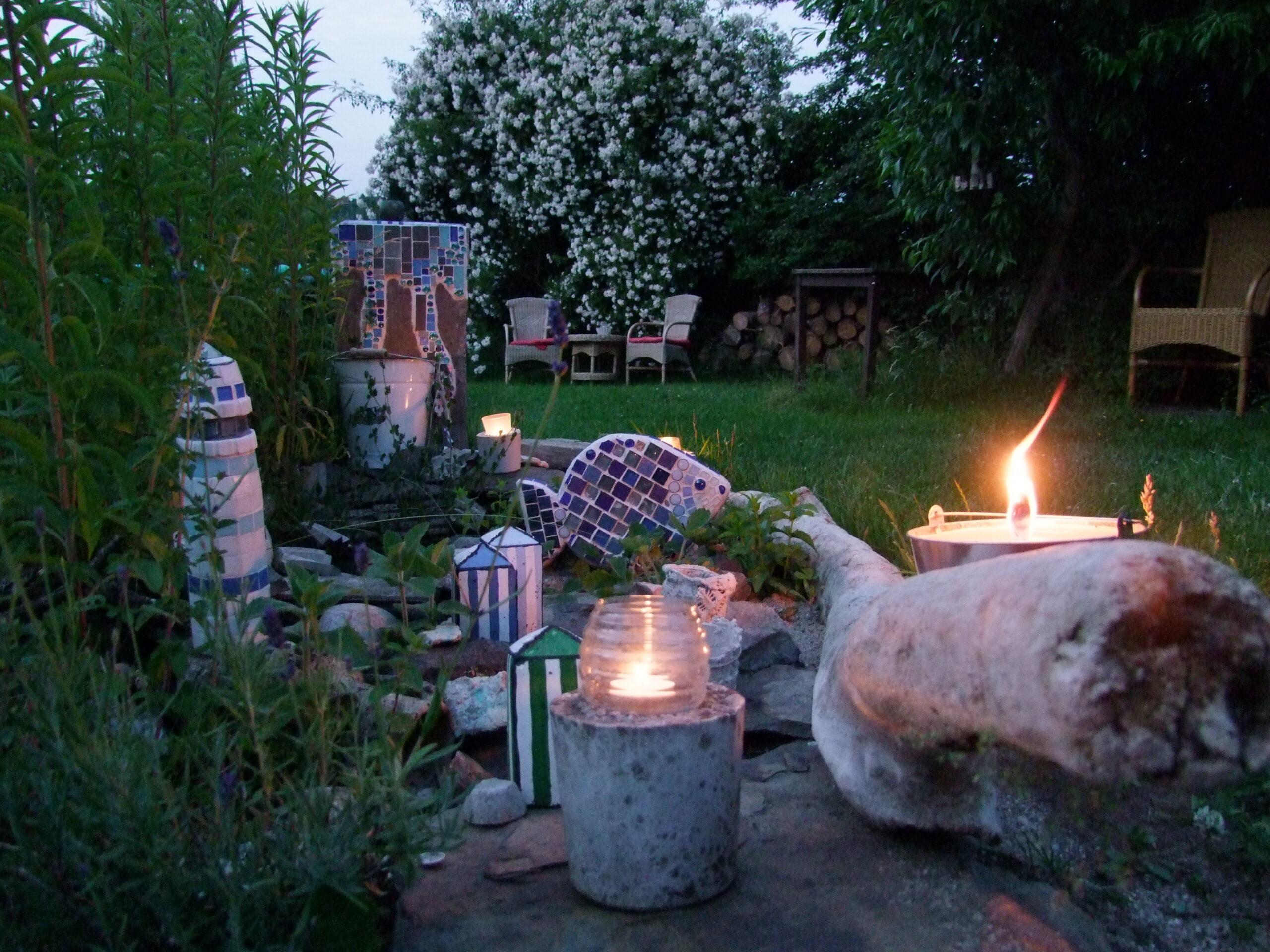 Full Size of Mosaik Im Garten Deko Inspirationen Und Tipps Spielhäuser Lampe Schlafzimmer Beistelltisch Rauch Relaxliege Wohnzimmer Relaxsessel Teppich überdachung Wohnzimmer Kunst Im Garten Selber Machen