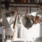 Hngeregal In Der Kche Stockfoto Wasserhähne Küche Rückwand Glas Modulare Hängeschrank Glastüren Wasserhahn Unterschränke Keramik Waschbecken Wohnzimmer Küche Hängeregal