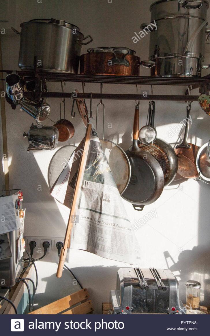 Medium Size of Hngeregal In Der Kche Stockfoto Wasserhähne Küche Rückwand Glas Modulare Hängeschrank Glastüren Wasserhahn Unterschränke Keramik Waschbecken Wohnzimmer Küche Hängeregal