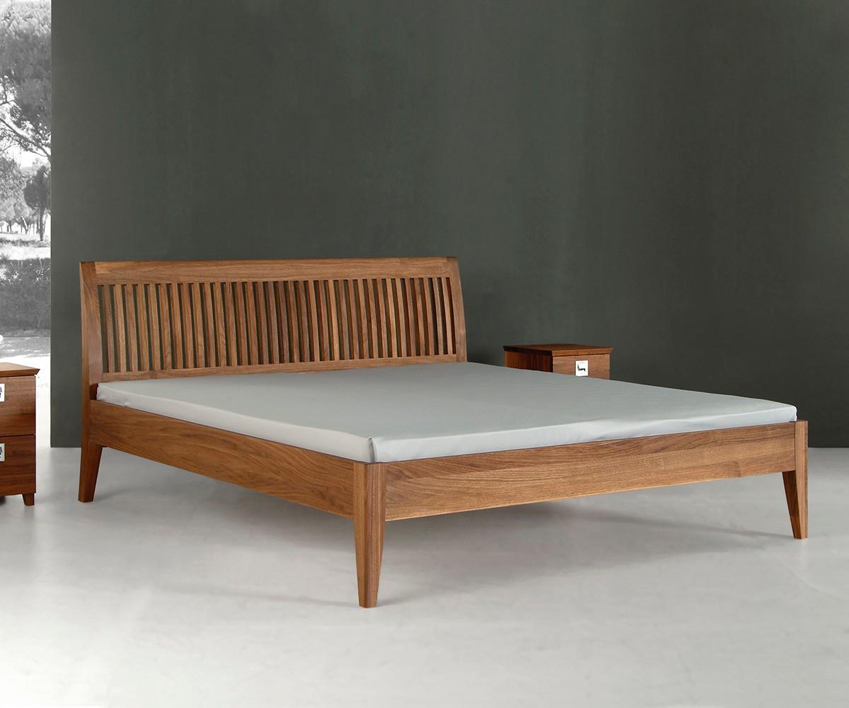 Full Size of Bett Design Holz Massivholz Schlicht Betten Romantisches Alu Fenster Preise Stauraum Regal Inkontinenzeinlagen überlänge Ausgefallene Ikea 160x200 Modernes Wohnzimmer Bett Design Holz
