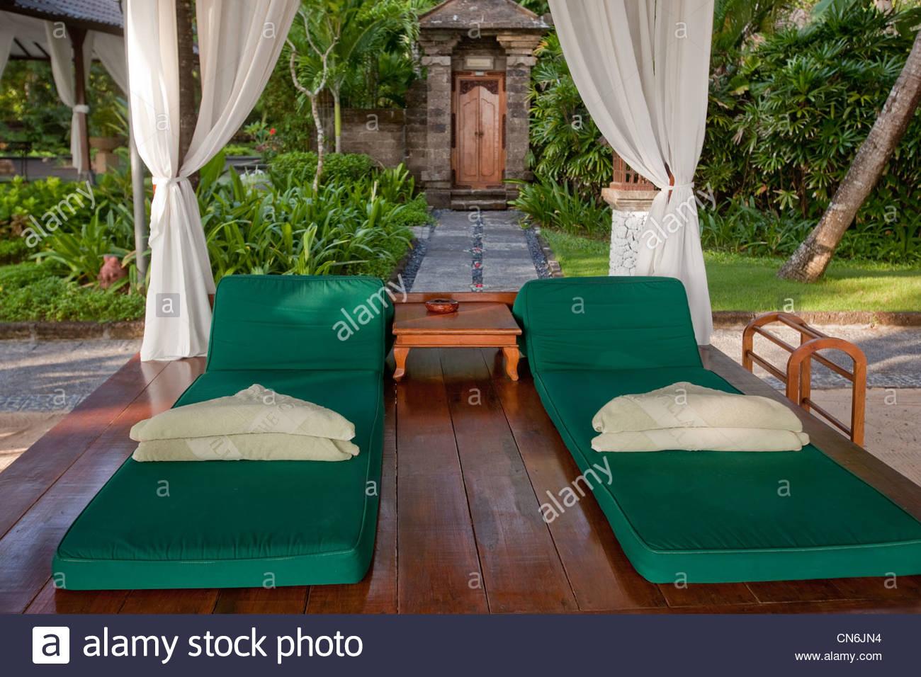 Full Size of Bali Bett Outdoor Kaufen Htte In Einem Tempel Indonesien Stockfoto Clinique Even Better Hülsta Betten Luxus Jugendzimmer Such Frau Fürs Breit 180x220 Mit Wohnzimmer Bali Bett Outdoor