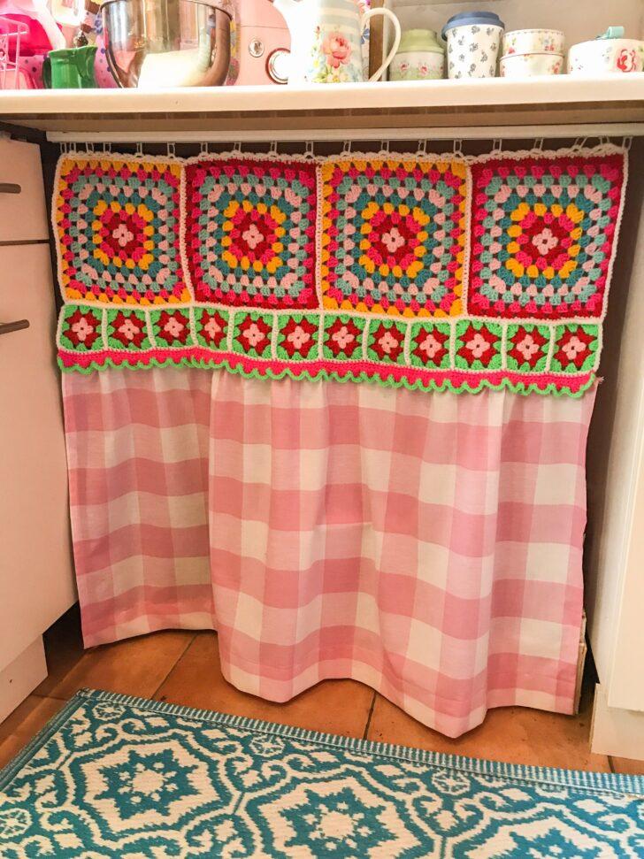 Medium Size of Küchenvorhang Mein Kchenvorhang Genht Mit Gehkelt Granny Square Bunt Vintage Wohnzimmer Küchenvorhang