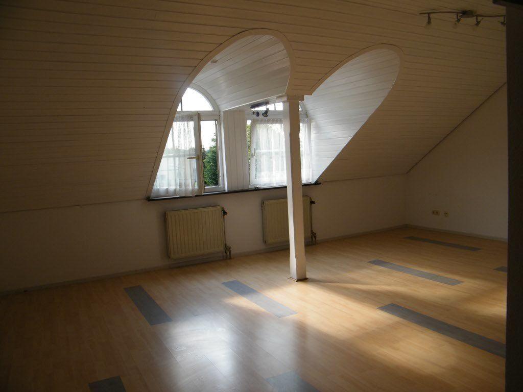 Full Size of Dachgeschosswohnung Einrichten 1 Zimmer Wohnung Zu Vermieten Kleine Küche Badezimmer Wohnzimmer Dachgeschosswohnung Einrichten