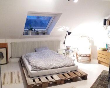Bett Aus Europaletten Wohnzimmer Bett Aus Europaletten Diy Palettenbett Fr Einen Gemtlichen Schlafbereich Landhausstil Schlafzimmer Ausgefallene Betten Liegehöhe 60 Cm 2m X Sonoma Eiche