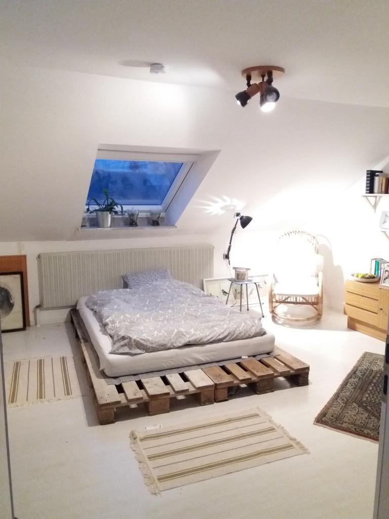 Full Size of Bett Aus Europaletten Diy Palettenbett Fr Einen Gemtlichen Schlafbereich Landhausstil Schlafzimmer Ausgefallene Betten Liegehöhe 60 Cm 2m X Sonoma Eiche Wohnzimmer Bett Aus Europaletten