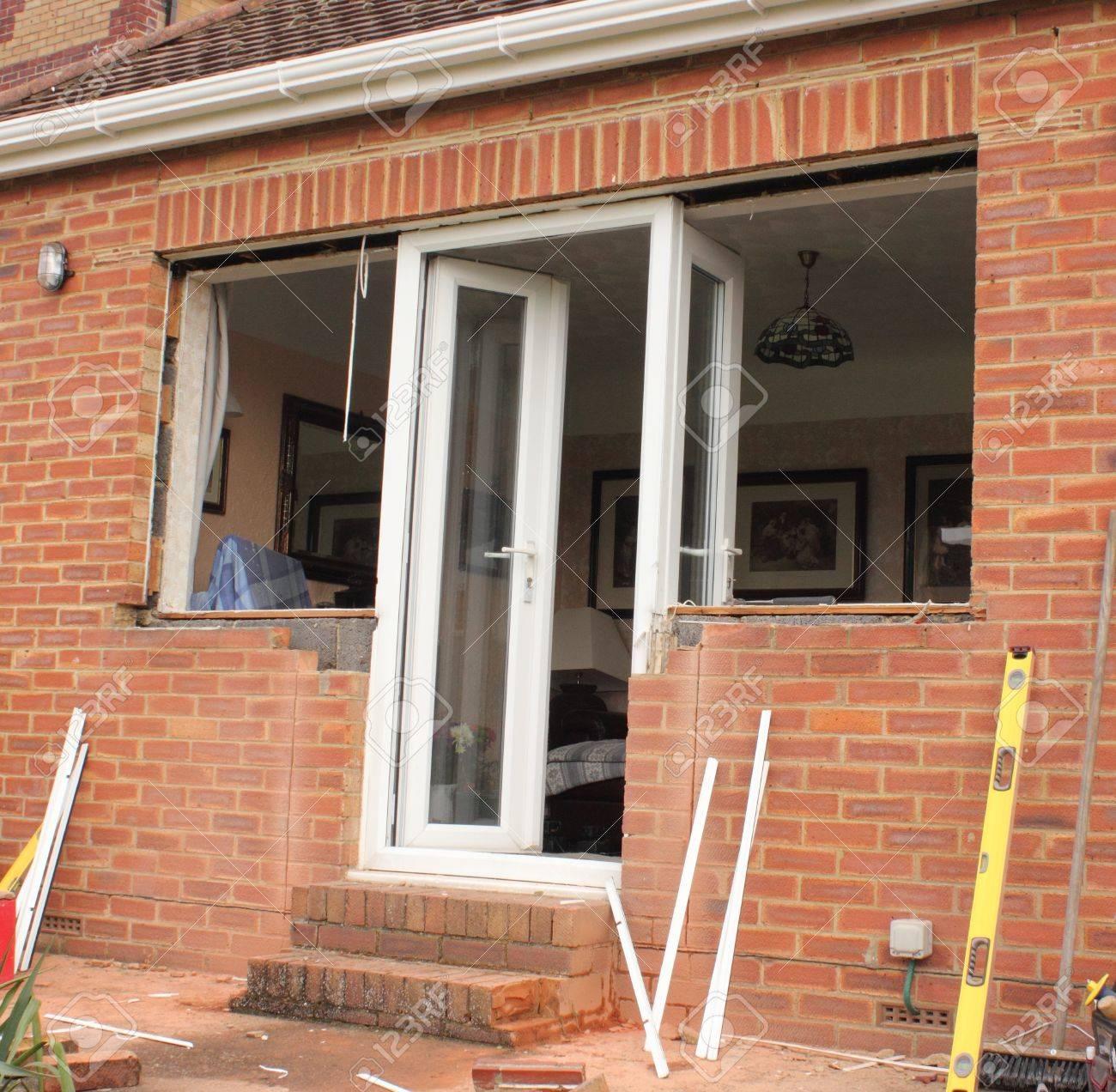 Full Size of Fensterfugen Erneuern Von Tren Und Fenster Zu Einem Bungalow Lizenzfreie Fotos Bad Kosten Wohnzimmer Fensterfugen Erneuern