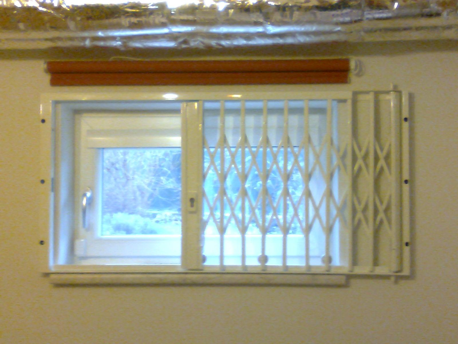 Full Size of Fenstergitter Einbruchschutz Modern Kellerfenster Sichern Innen Gitter Fenster Modernes Bett 180x200 Nachrüsten Deckenleuchte Schlafzimmer Esstisch Moderne Wohnzimmer Fenstergitter Einbruchschutz Modern