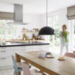 Moderne Landhauskche Als Behaglicher Wohnmittelpunkt Blanco Rückwand Küche Glas Modulküche Pantryküche Aufbewahrungssystem Landhausküche Grau Wohnzimmer Küche Vorhänge Modern