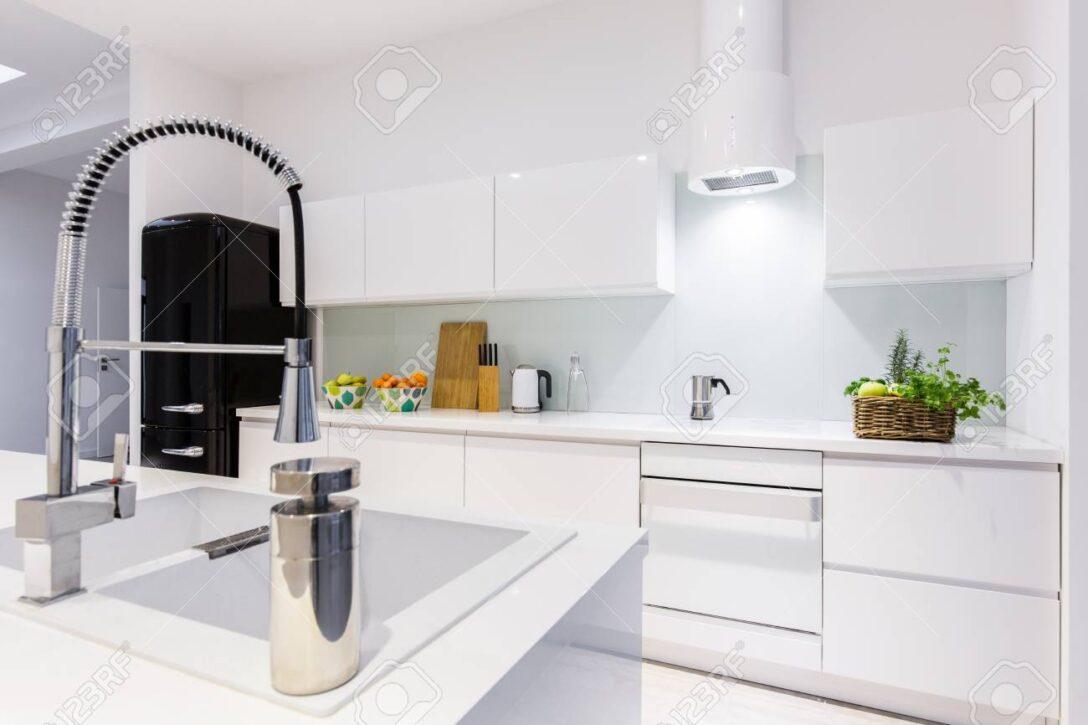 Large Size of Weisse Küche Raffrollo Günstig Mit Elektrogeräten Arbeitsplatte Wohnzimmer Einrichten Landhausküche Tapeten Für Die Gebrauchte Lieferzeit Schreinerküche Wohnzimmer Weisse Küche Modern