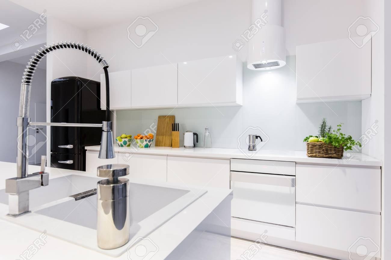 Full Size of Weisse Küche Raffrollo Günstig Mit Elektrogeräten Arbeitsplatte Wohnzimmer Einrichten Landhausküche Tapeten Für Die Gebrauchte Lieferzeit Schreinerküche Wohnzimmer Weisse Küche Modern