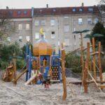 Spielturm Bauhaus Berlin Neuklln Verbeugung Vor Dem Islam Oder Eben Nur Ein Kinderspielturm Garten Fenster Wohnzimmer Spielturm Bauhaus