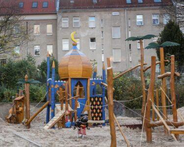 Spielturm Bauhaus Wohnzimmer Spielturm Bauhaus Berlin Neuklln Verbeugung Vor Dem Islam Oder Eben Nur Ein Kinderspielturm Garten Fenster