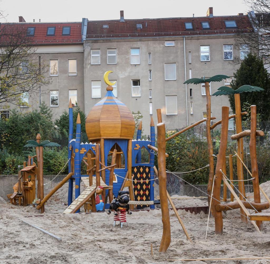 Full Size of Spielturm Bauhaus Berlin Neuklln Verbeugung Vor Dem Islam Oder Eben Nur Ein Kinderspielturm Garten Fenster Wohnzimmer Spielturm Bauhaus