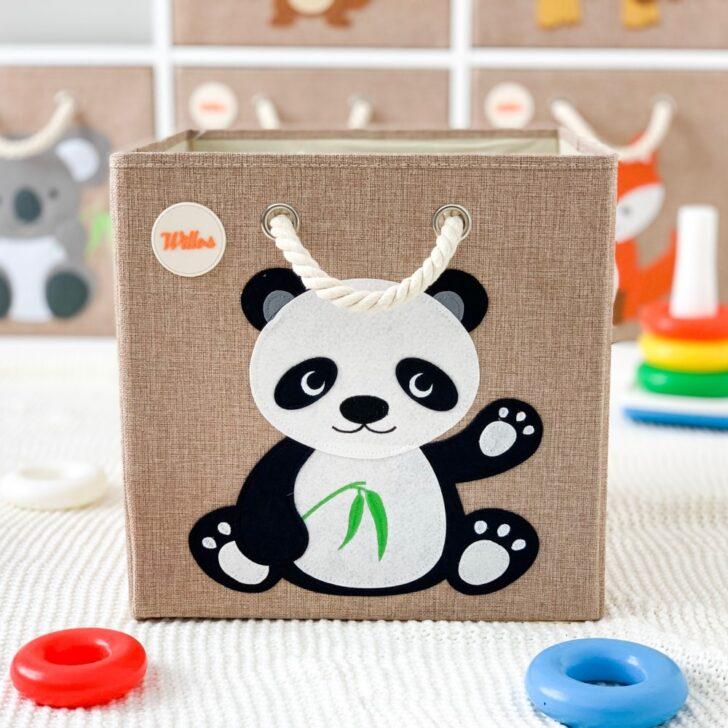 Medium Size of Aufbewahrungsbox Kinderzimmer Aufbewahrungsbospielzeugbomit Panda Motiv Garten Regal Weiß Regale Sofa Wohnzimmer Aufbewahrungsbox Kinderzimmer